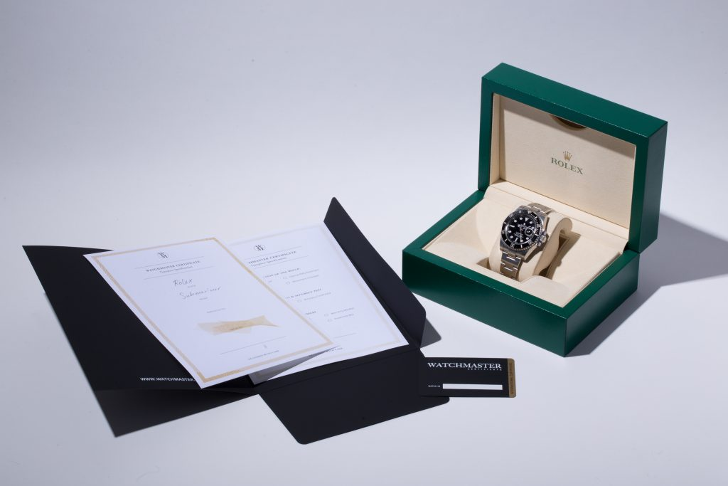Rolex Submariner in green Rolex watch box with original papers
