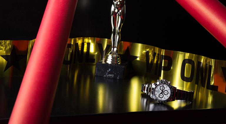 Rolex Daytona 116500LN mise en scène avec la statue des Oscars