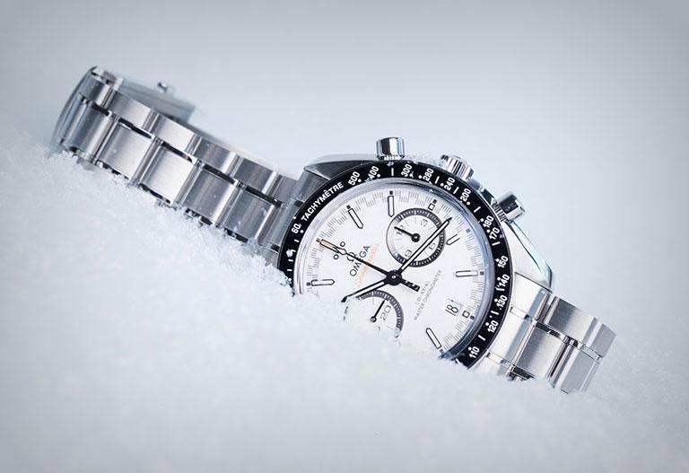 Watchmaster Relojes de Invierno - Omega Speedmaster Racing Chronograph en la nieve