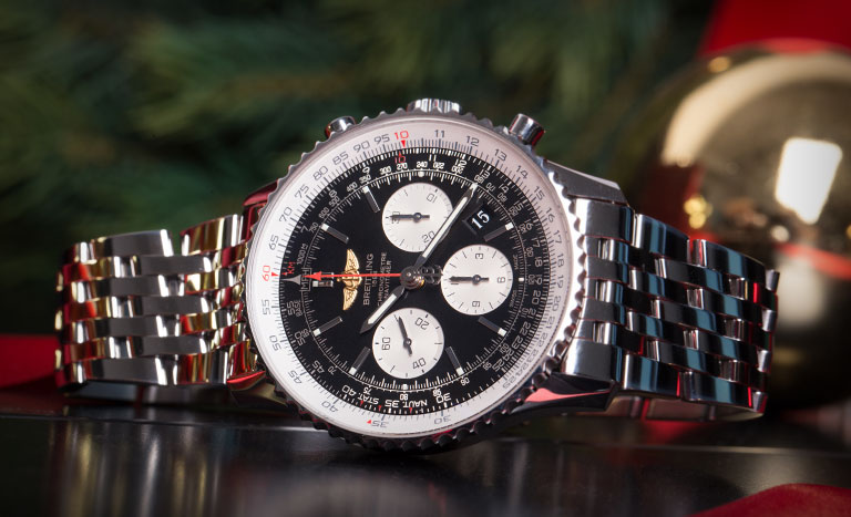 Breitling Navitimer 01 46 MM AB012721.BD09.443A pilot's watch in stainless steel with black dial and with Christmas decoration