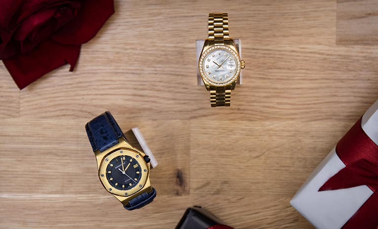 Audemars Piguet Royal Oak Offshore BA77151.O.0009 and Rolex Lady-Datejust 179138 as seen from above