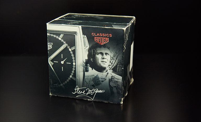 Eine Uhrenbox für eine TAG Heuer Uhr mit Motiv Steve McQueen