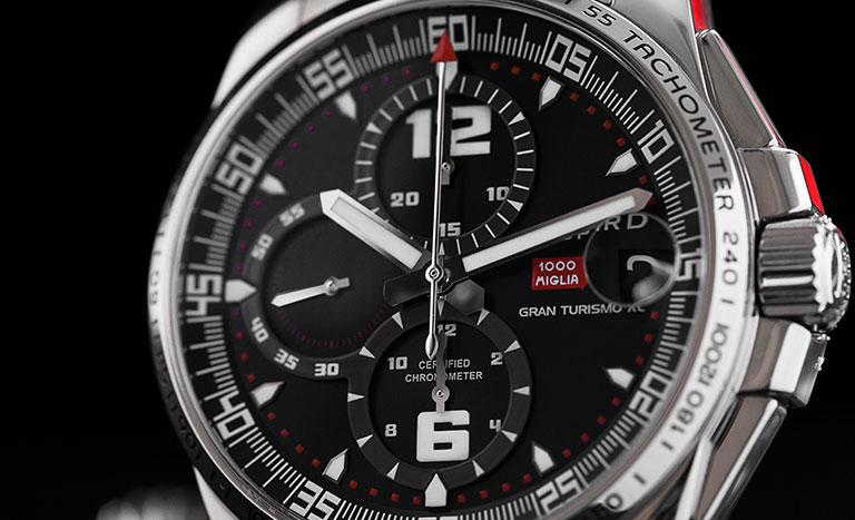 Schwarzes Totalisatoren-Zifferblatt einer Chopard Mille Miglia 168459-3001 Uhr im Rennfahrer-Look
