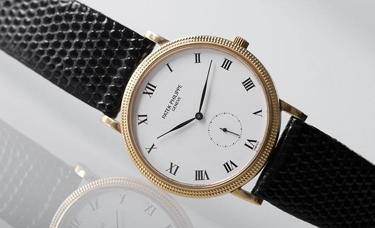 Un orologio Patek Philippe Calatrava 3919J con quadrante bianco
