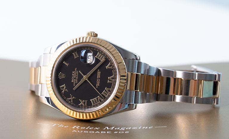 Eine Rolex Lady-Datejust Uhr mit schwarzem Zifferblatt
