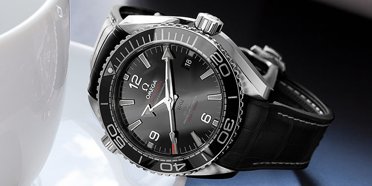 Used Omega watch - Omega Seamaster Planet Ocean 215.33.44.21.01.001