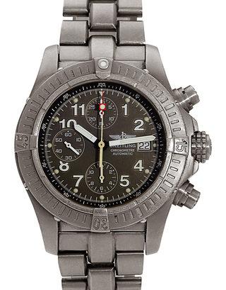 Breitling Chrono Avenger E13360